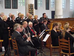 """""""Organist in het Bach-orkest  tijdens een cantatedienst in de Oude Kerk te Delft."""""""