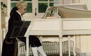 Klavecinist in Barokdansvoorstelling in jachtslot Clemenswerth te Sögel, Duitsland 1991